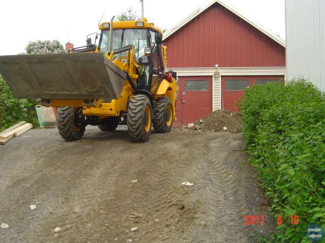 Komplett JCB 2cxx med all entreprenadutrustning