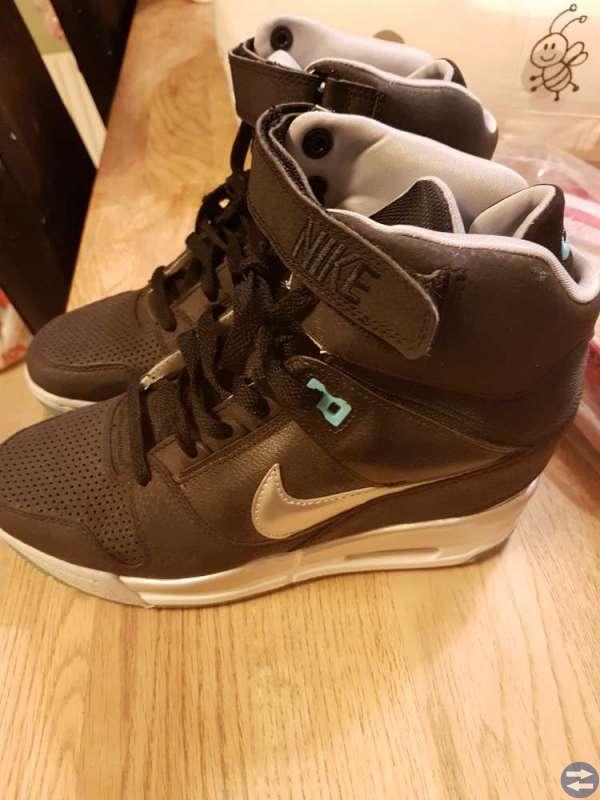 5eae4b1f75e Nike skor - Huddingetorget.se - Annonsera gratis på Huddinges bästa ...