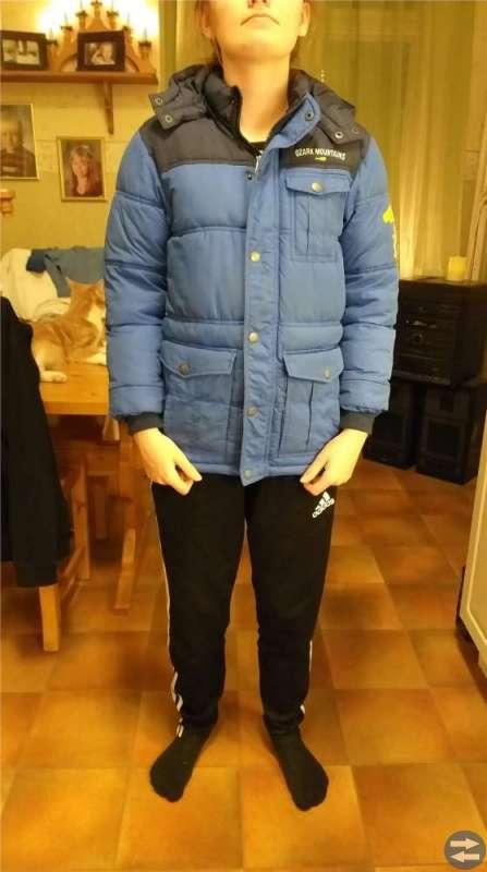 Blå vinterjacka till barn, storlek 140