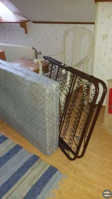 Sängar och madrasser