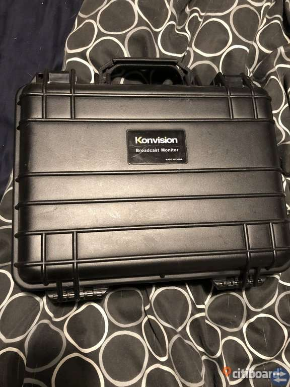 "Konvision broadcast monitor 7"" LCD"