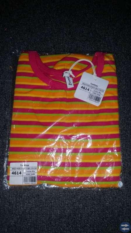 NYA Barnkläder 134/140