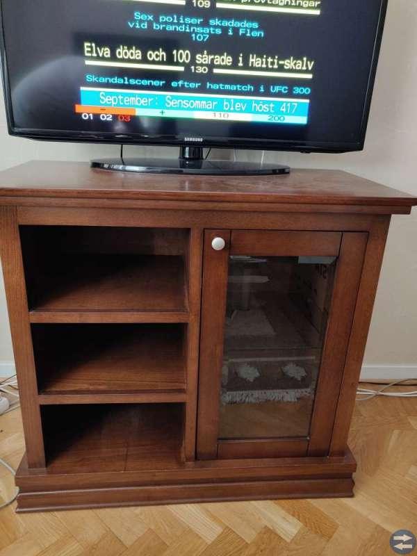 Skinnsoffa, TV-bänk och Stereo möbel