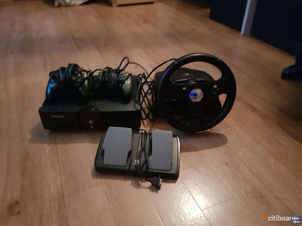 Xbox konsoll + ratt och pedaler