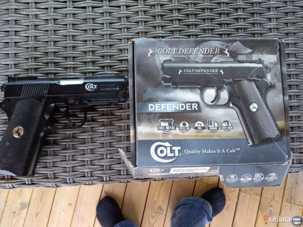 Kolsyrepistol Colt defender helt i metall