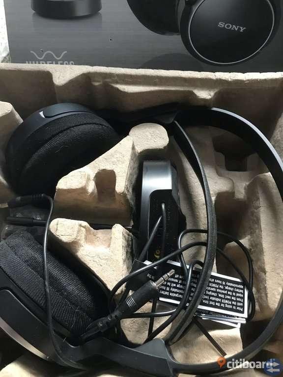Trådlösa hörlurar/ wireless headphones