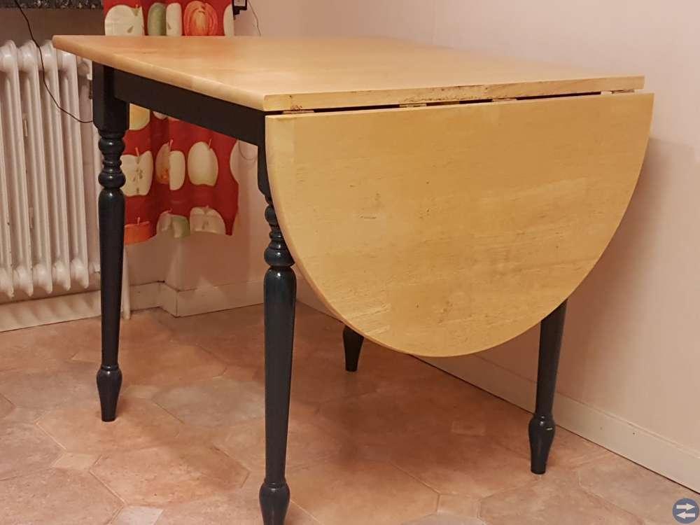 Litet köksbord och 2 stolar