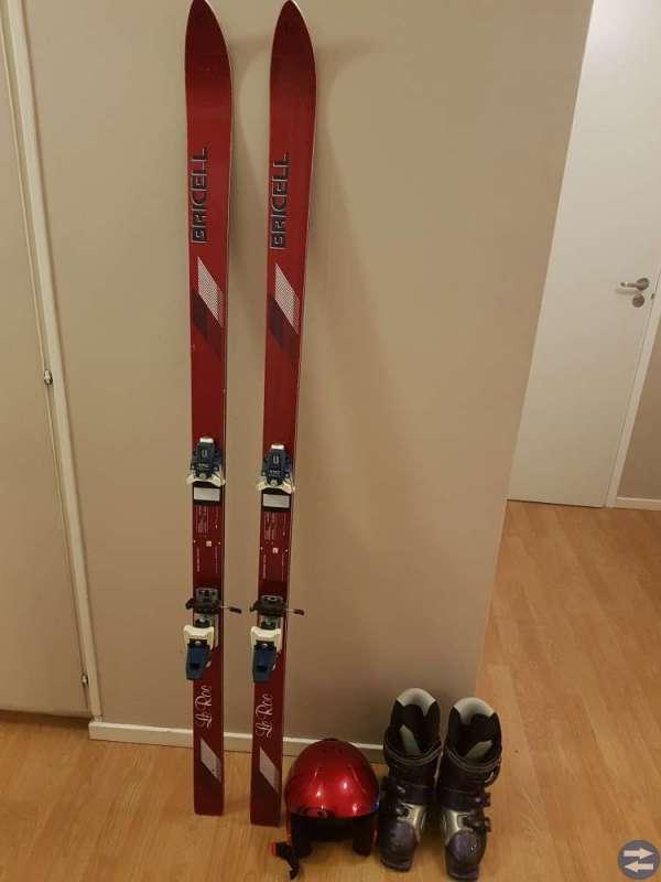 Slalomskidor,pjäxor,hjälm