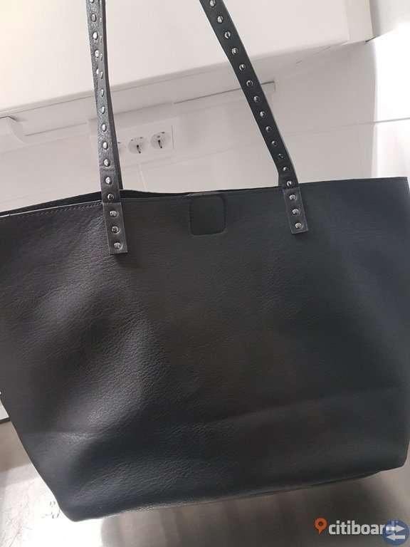 Två väskor