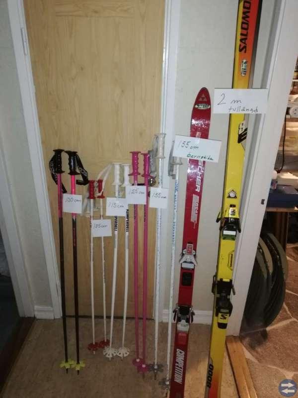 Alpint skidor och pjexor stavar