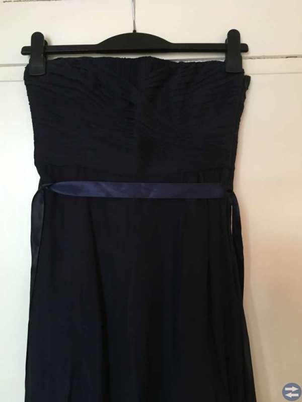 Mörkblå långklänning säljes