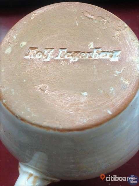Speciell mugg / kopp rakubränt stengods av Rolf Fagerberg 1934-2008, se bilder!