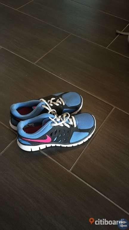 on sale 3d378 79a53 Nike flex run (som ny). Nike träningsskor som ny strl 38,5. Storlek  38-39.  Typ av skor  Träning   Sport250 ...