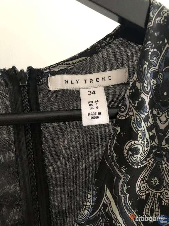 Jumpsuit-klänning från Nelly
