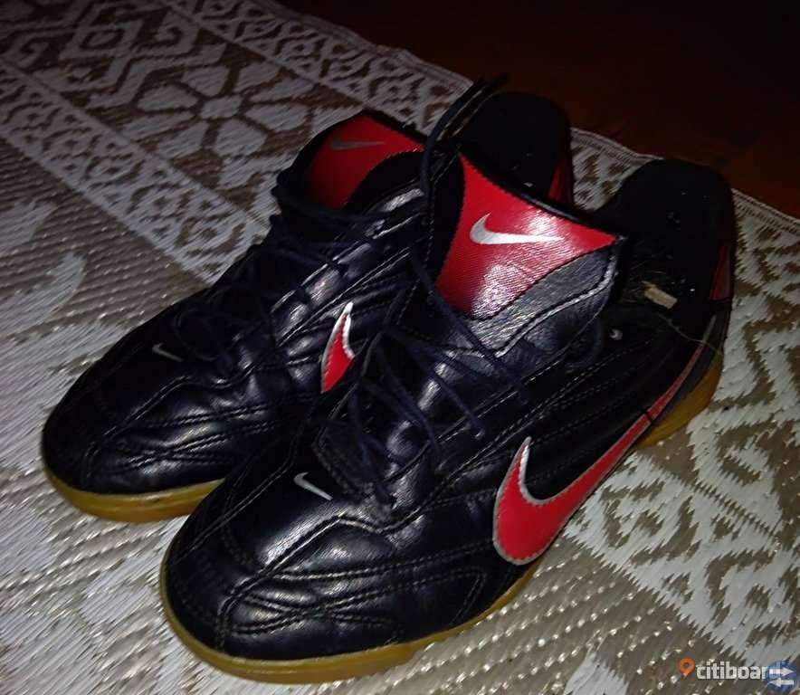 Nike fotbollskor i skinn