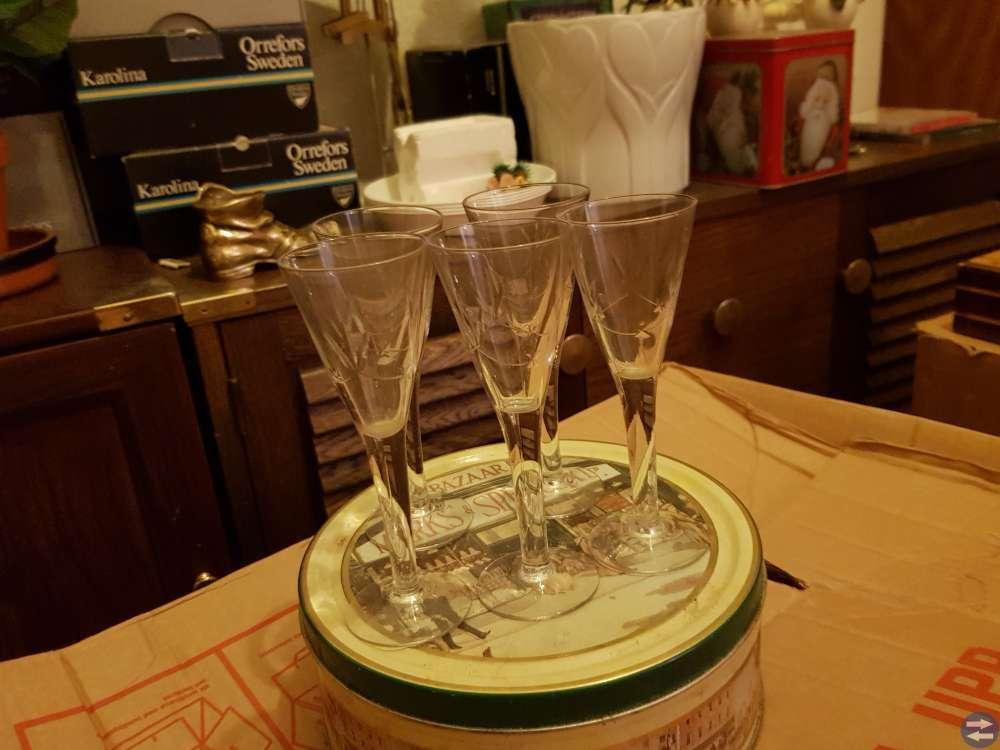 Brännvinsglas med gravyr