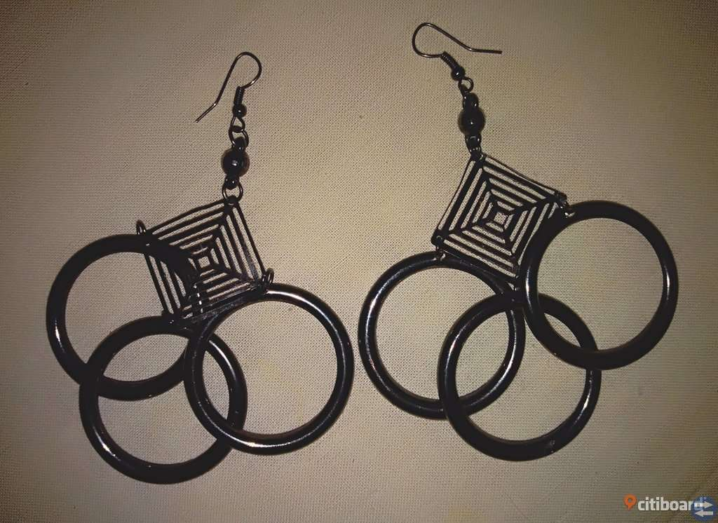 3 par nya örhängen