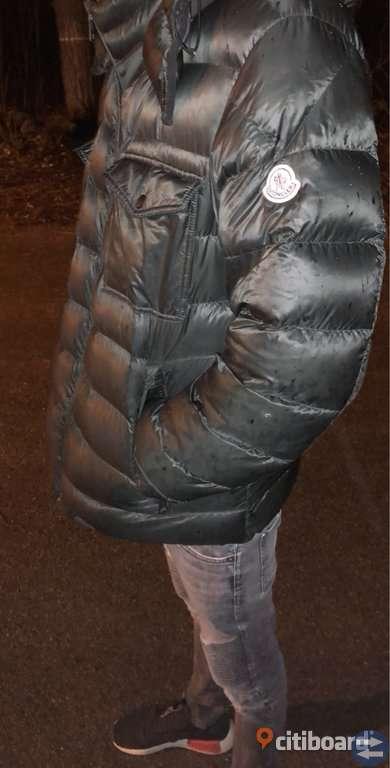 Moncler dun jacka storlek M