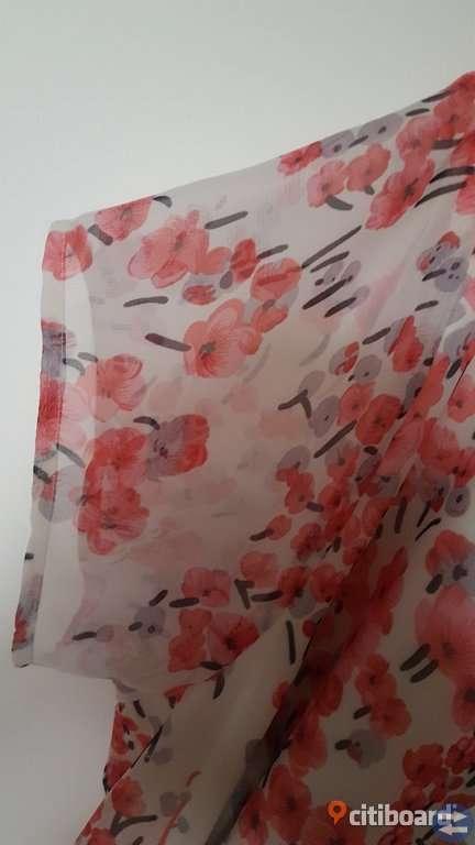Det svenska märket Dry Lake skapar kläder med en feminin och romantisk design med spännande inslag.