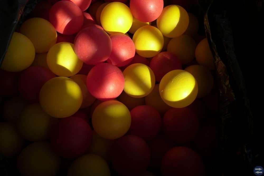 2 säck med bollor till bollbad