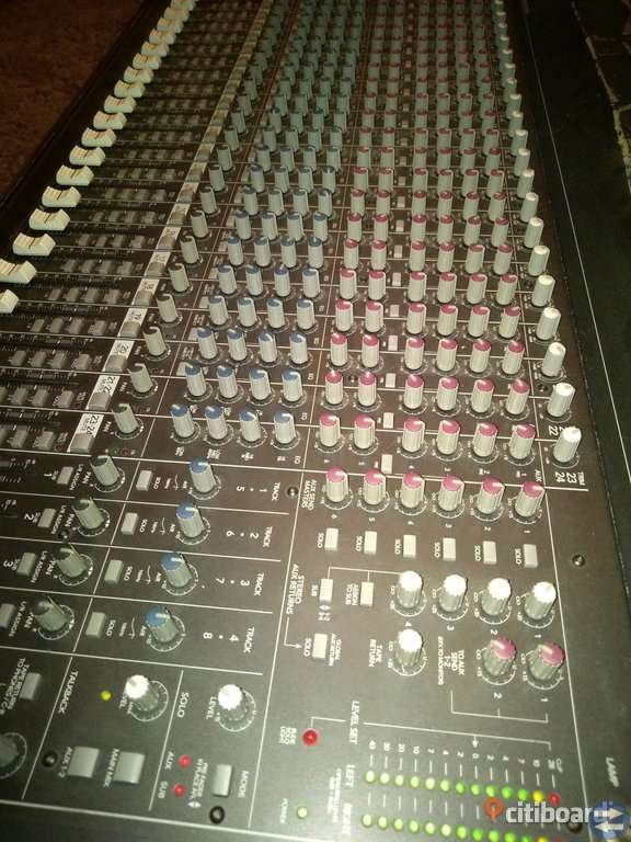 Mixerbord MACKIE SR24. 4