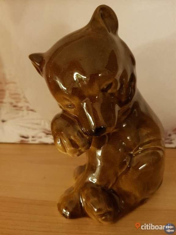 Äldre brunbjörn figurin i porslin