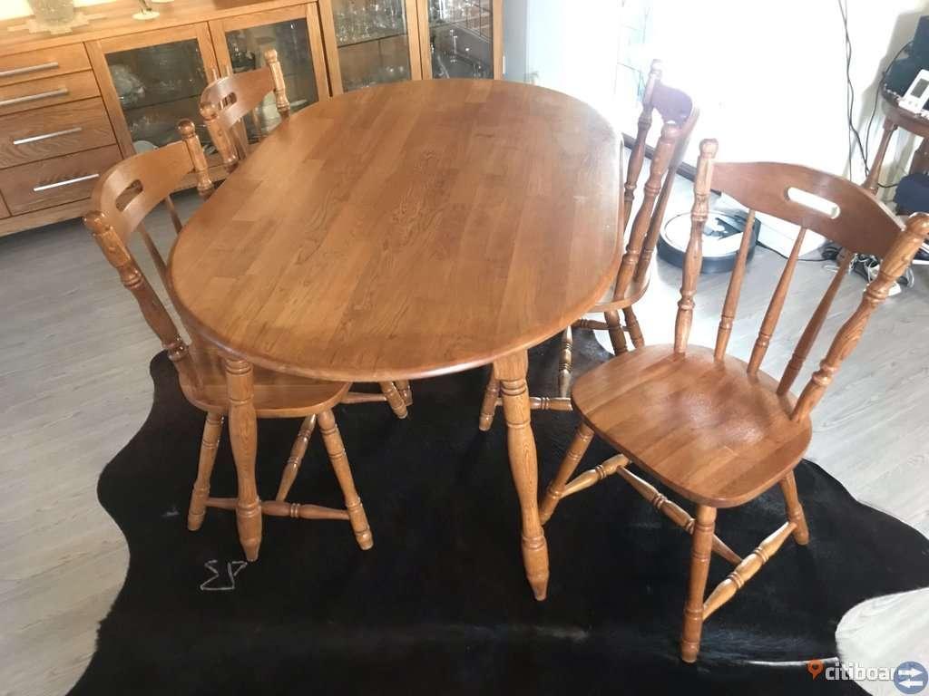 Köksbord i Ek med 4 stolar