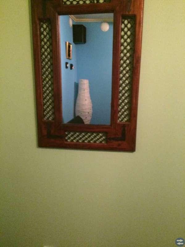 Bäddsoffa , bord , spegel