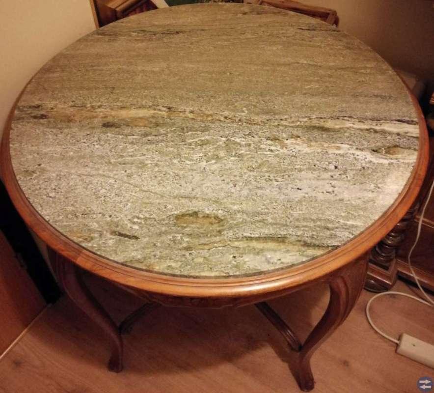 Antikt runt avlastningsbord med stenskiva
