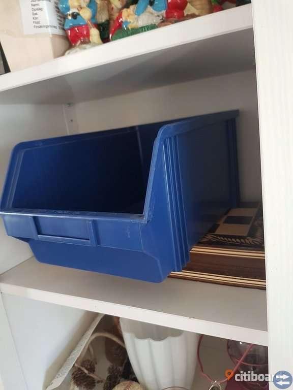 Oanvända Stora Blå Lådor