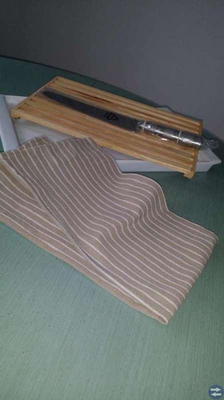 Skärbräda med brödkniv