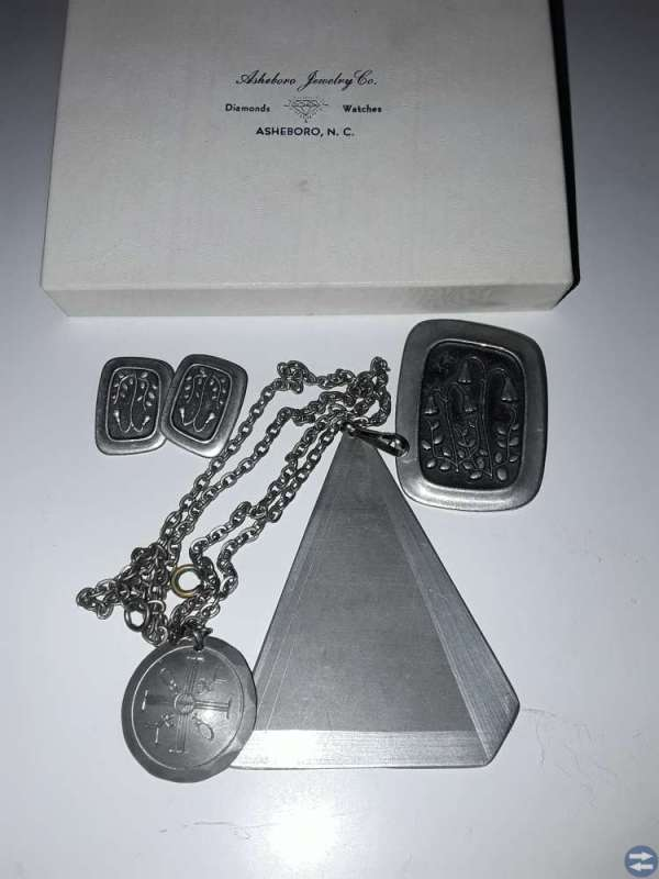 Tenn smycken