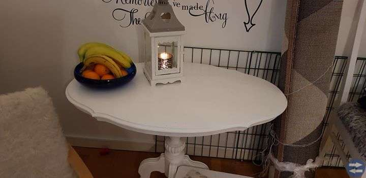 Vitt avlångt bord