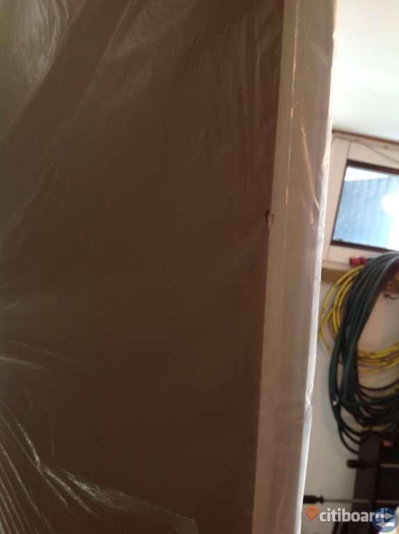 4 nya vita släta innerdörrar 9x21 (med smärre fraktskador)