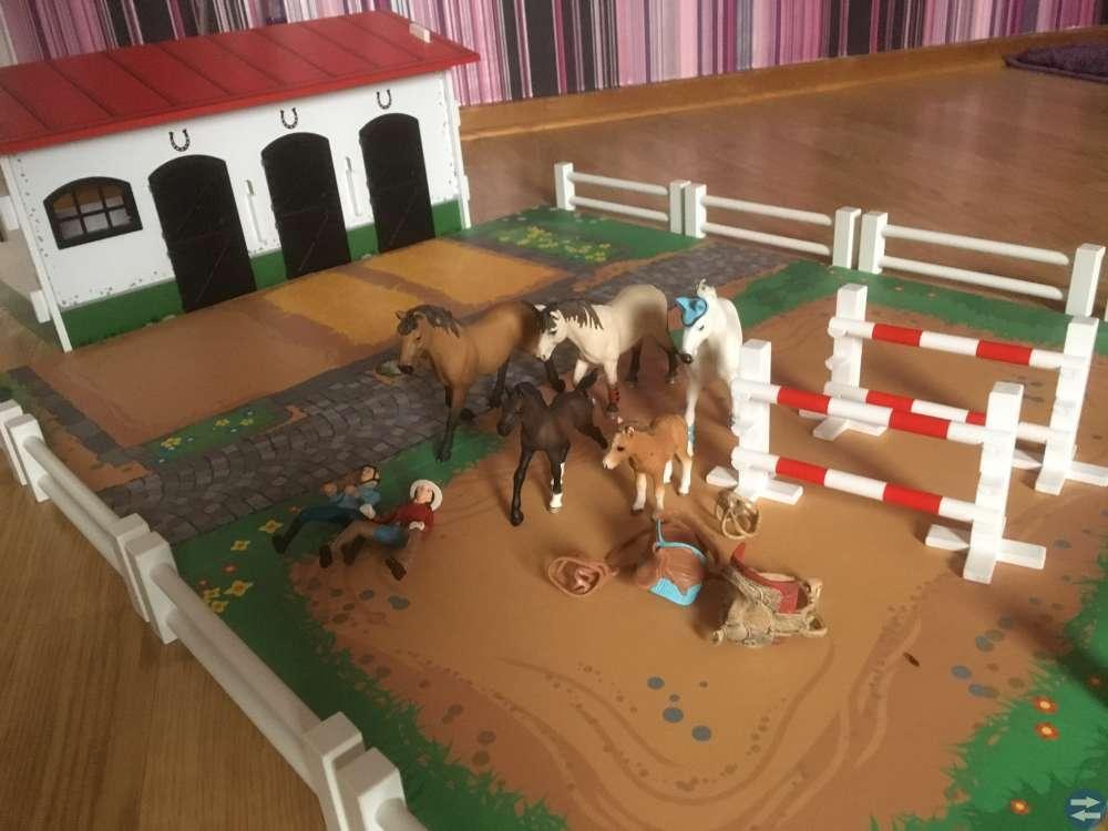 Hästgård från Micki och Schleichs