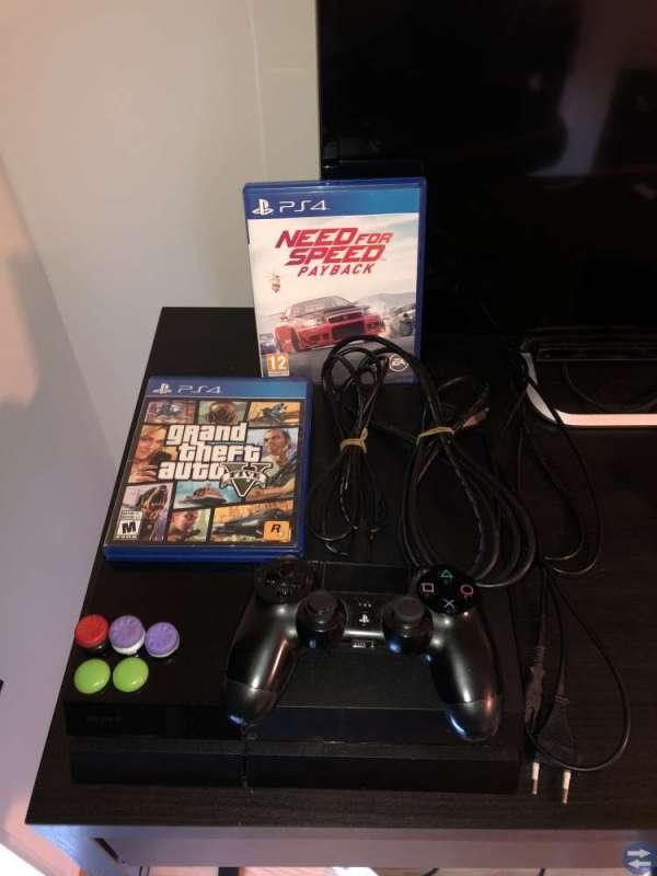 Playstation 4 med en handkontroll