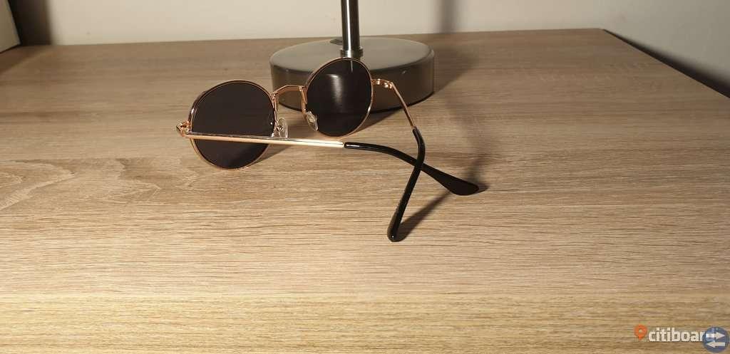 Black Rounded Lens Retro Sunglasses