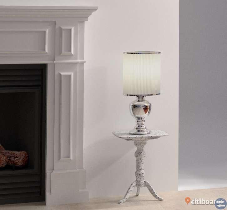 Stor och vacker bordslampa
