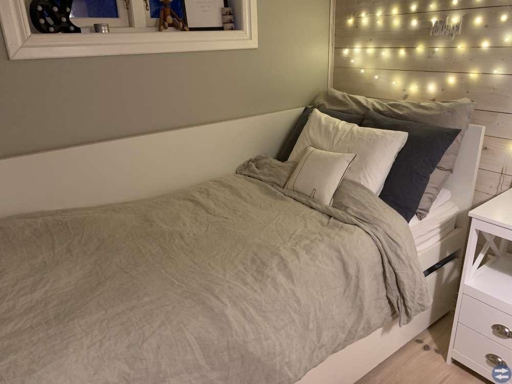 IKEA säng med förvaring