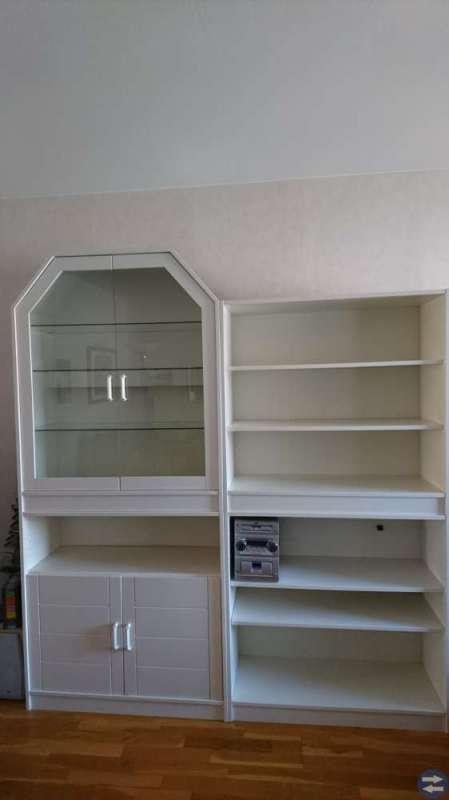 Vitrinskåp och bokhylla från Mio