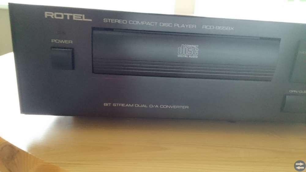 Stereo med radio, cd, högtalare med stativ