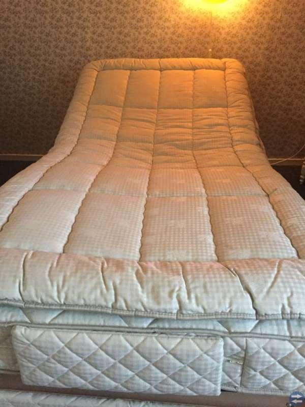 Elektrisk hög o sänkbar säng