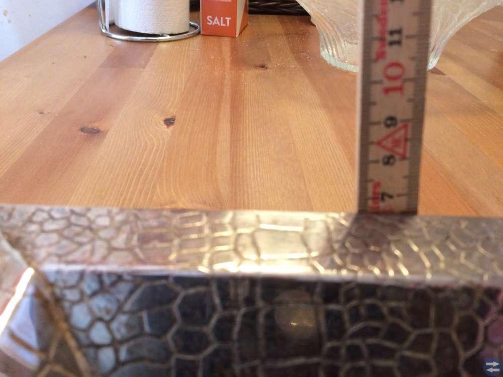 Metallskål på små fötter 235 x235 mm 65 mm hög för