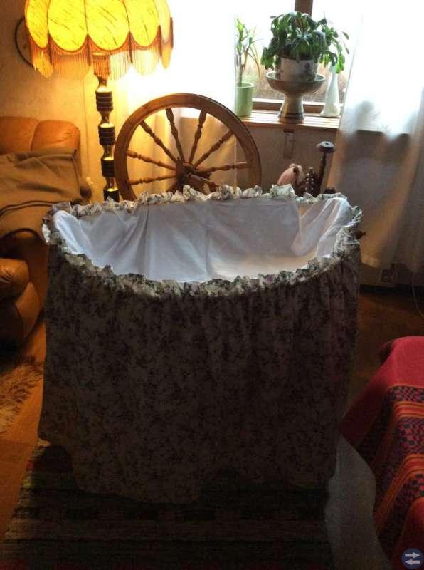 Babykorg madrass drapering runt om badbalja 100kr