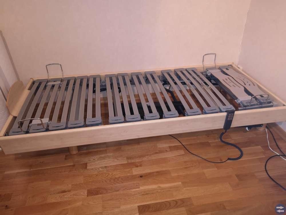 Ställbar säng Svane längd 210 bredd 90