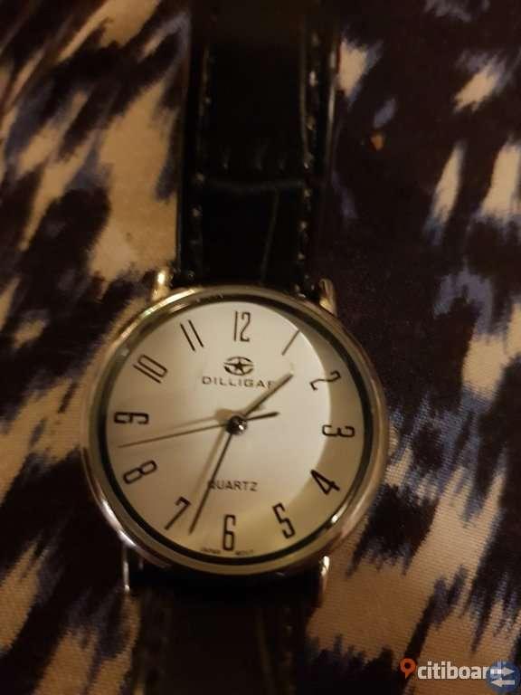 Märkes klockor med safir glas