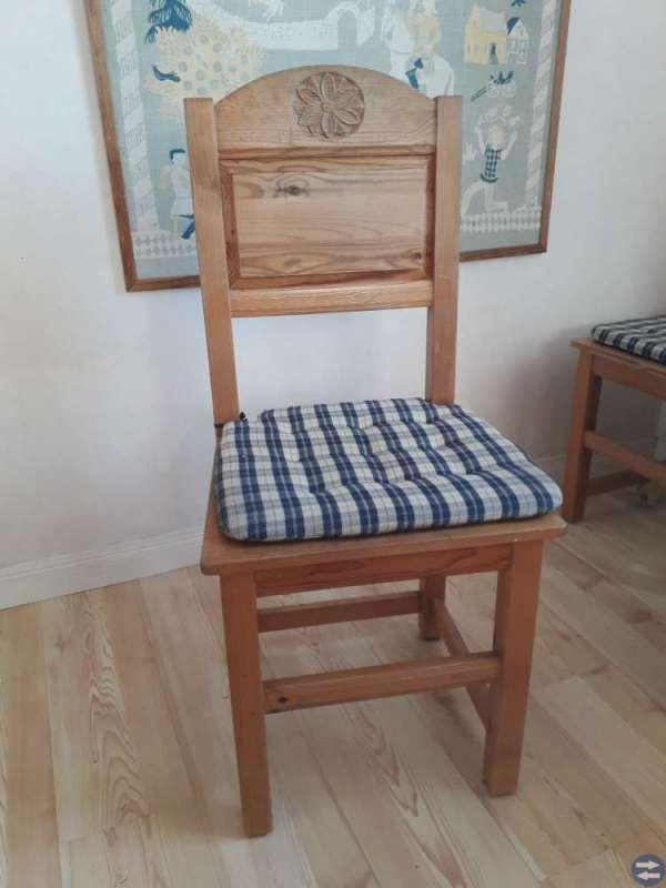 Kökssoffa, bord och stolar