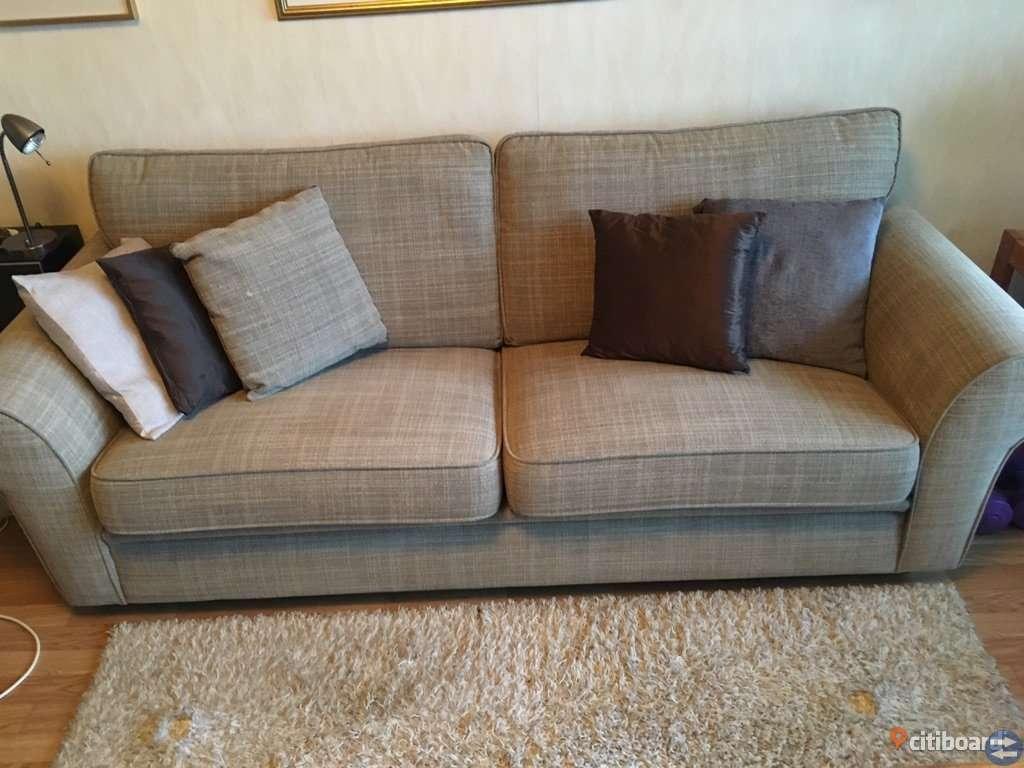 Soffa, fåtölj, fotpall, soffbord, matta mm