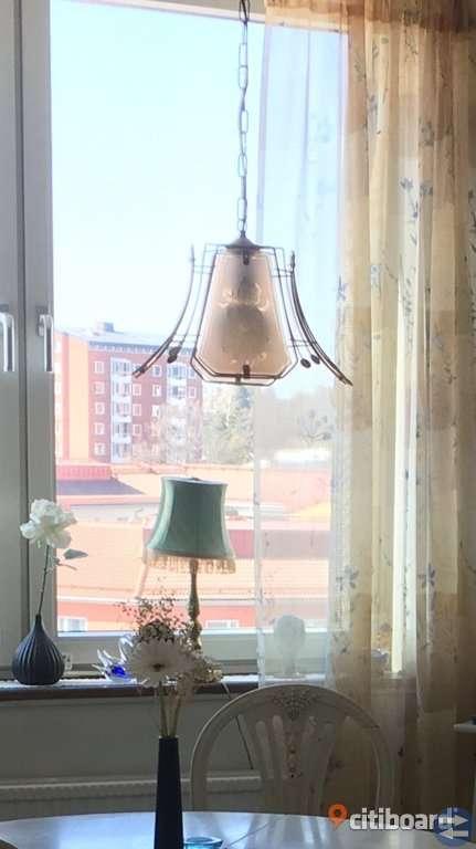 Taklampa (och 2 vackra passande gardinlängder)