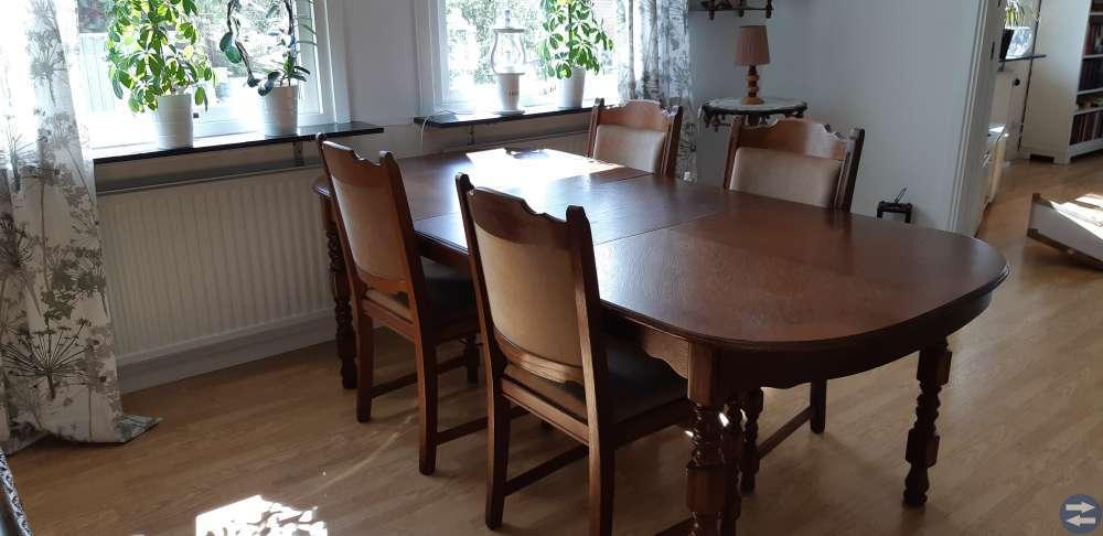 Matsalsbord  med 4st stolar